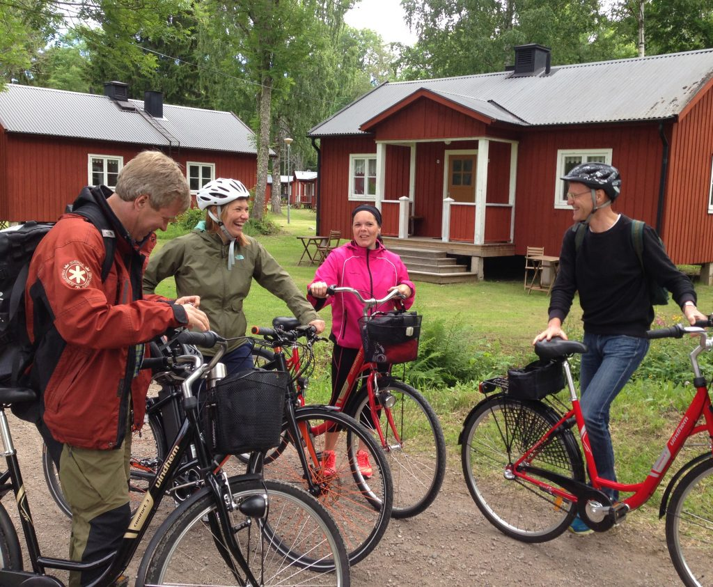 Sågarbo herrgård stuguthyrning Anna-Karin Karlsson, Marie Larsson from Älvkarleby kommun and P-O Borgestig from Länsstyrelsen joined the bike tour during his first day.