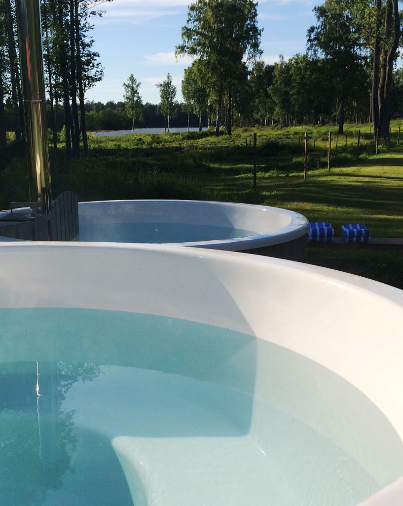 Swedish hot tub at Sågarbo herrgård stuguthyrning