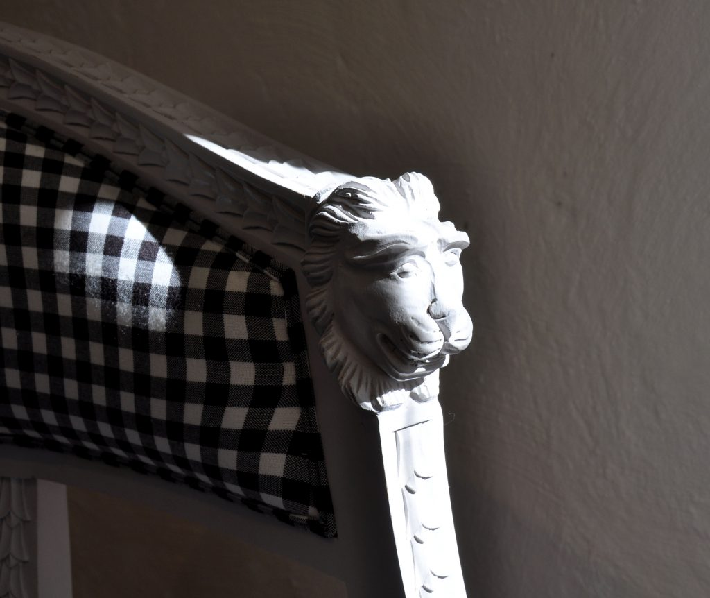 Gustavian lounge chair sågarbo herrgård stuguthyrning